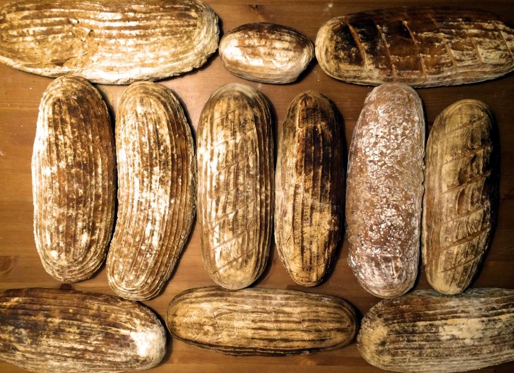 chleb-wiejski-na-zakwasie-wyrastany-w-koszyczku