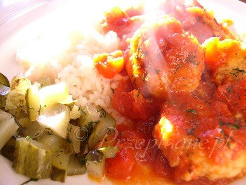 kotleciki-rybne-w-sosie-pomidorowym-przepis-zoom