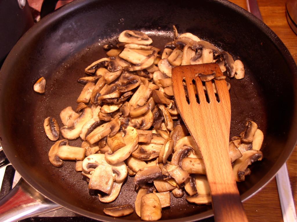 risotto-z-pieczarkami-smazenie-pieczarek