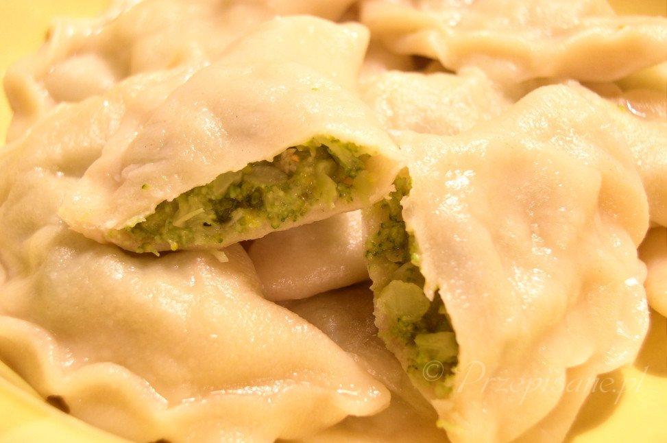 pierogi-z-brokulami-i-serem-cheddar-zoom