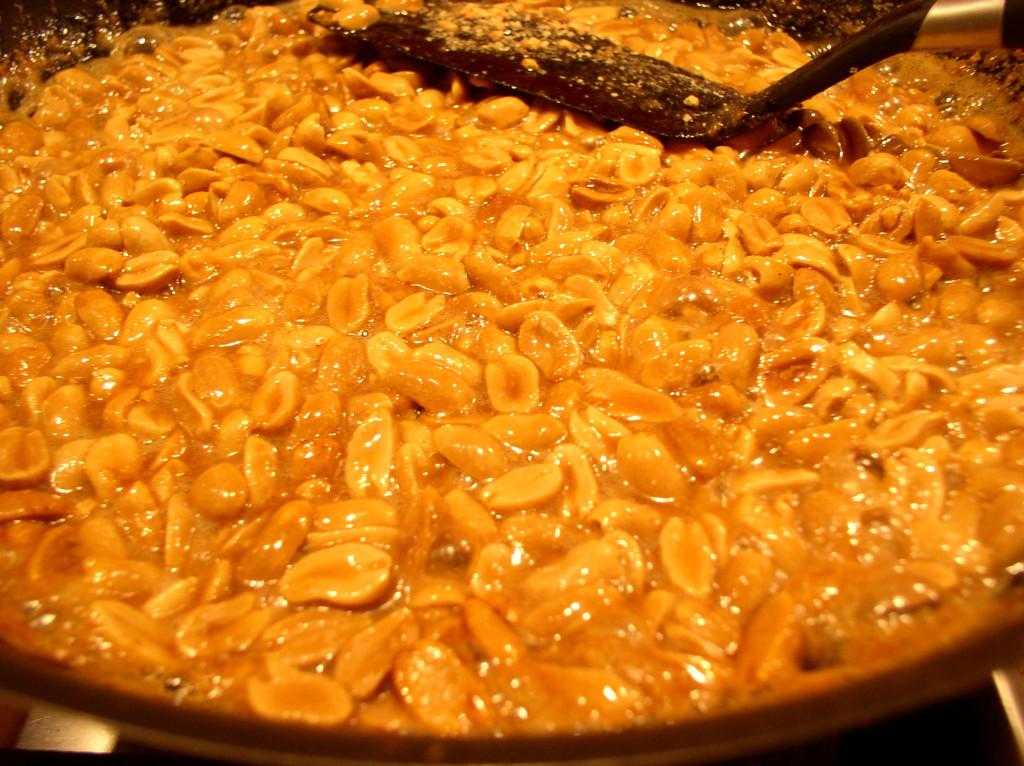 arachidy-orzechy-arachidowe-w-cukrze-karmelizowane-na-patelni-przepis